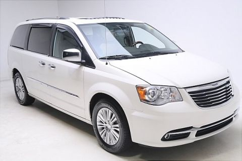 Pre-Owned 2013 Chrysler Town & Country Limited FWD 4D Passenger Van